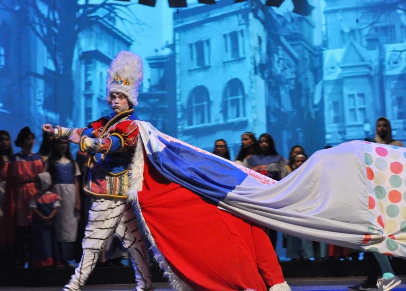El Rey de Garabato, interpretado por el actor Mario Sudano (@mariosudano), durante la presentación de #Canto+Juego+Coexisto de EAF