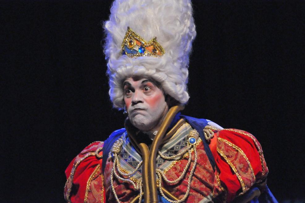 El Rey de Garabato, interpretado por el actor Mario Sudano (@mariosudano) durante la presentación de #Canto+Juego+Coexisto