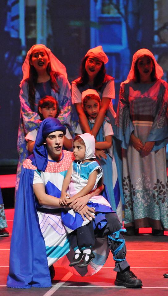 """Integrantes del Coro Infantil de la UCV y del grupo """"A Voces"""" durante su participación en el musical #Canto+Juego+Coexisto"""