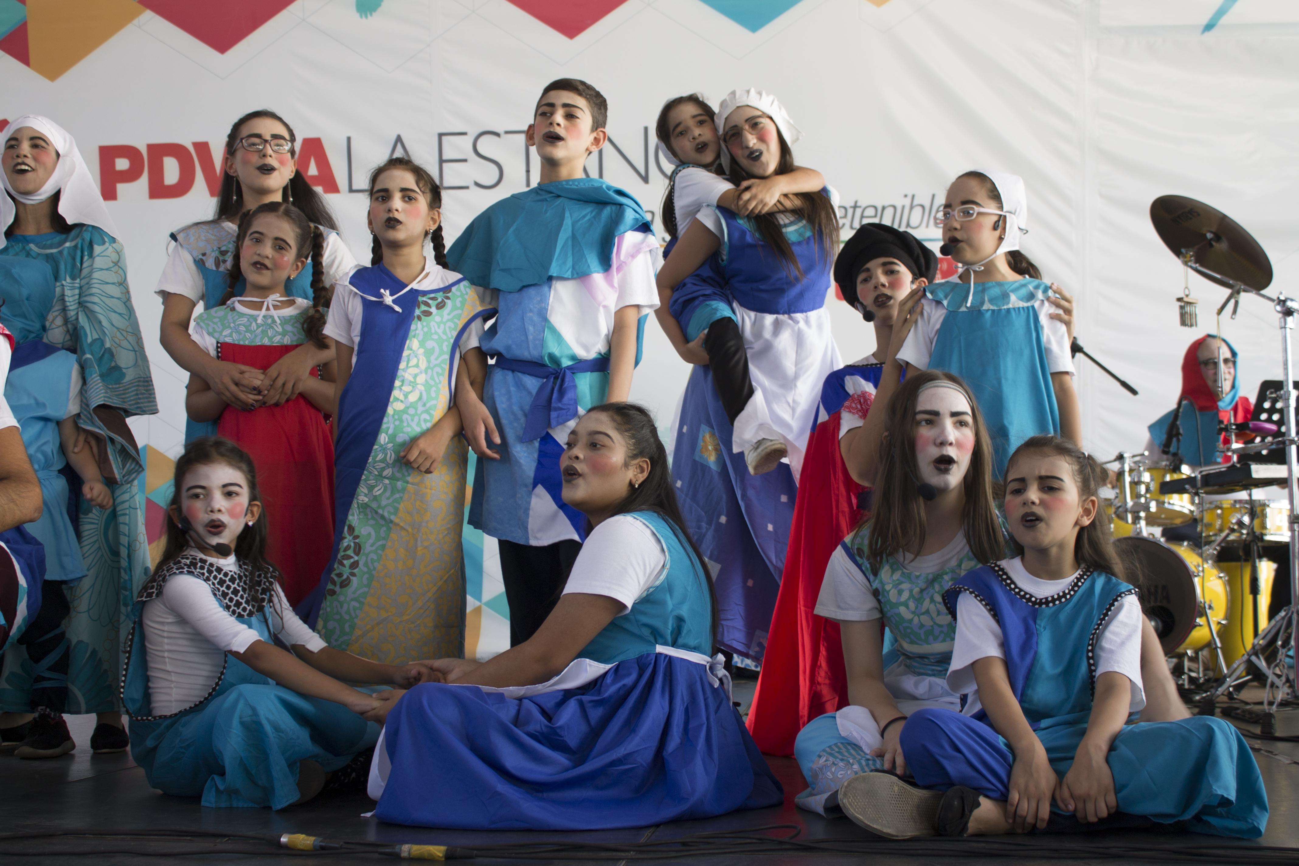 El elenco del musical Canto + Juego + Coexisto