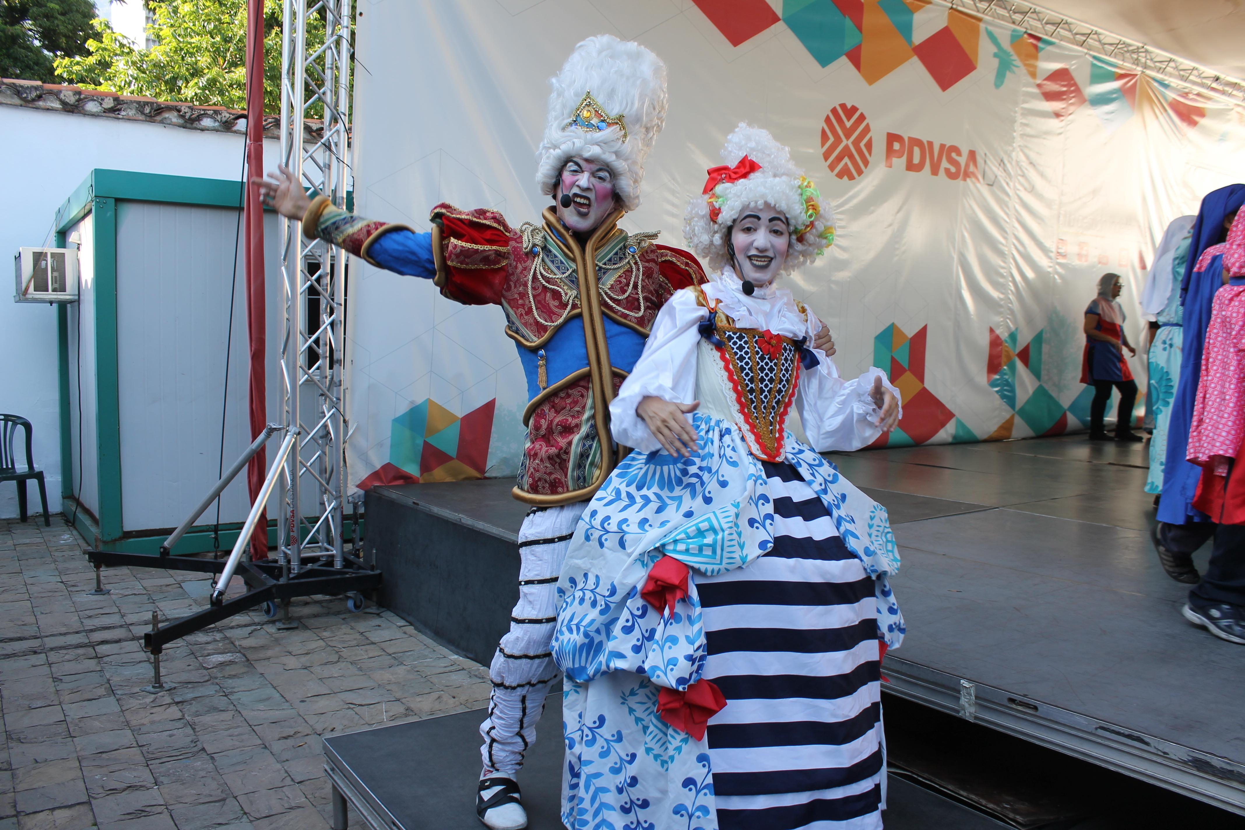 """Los actores Mario Sudano y Mercedes """"Pachula"""" Benhoma fueron la delicia de grandes y chicos durante la presentación del musical Canto + Juego + Coexisto"""