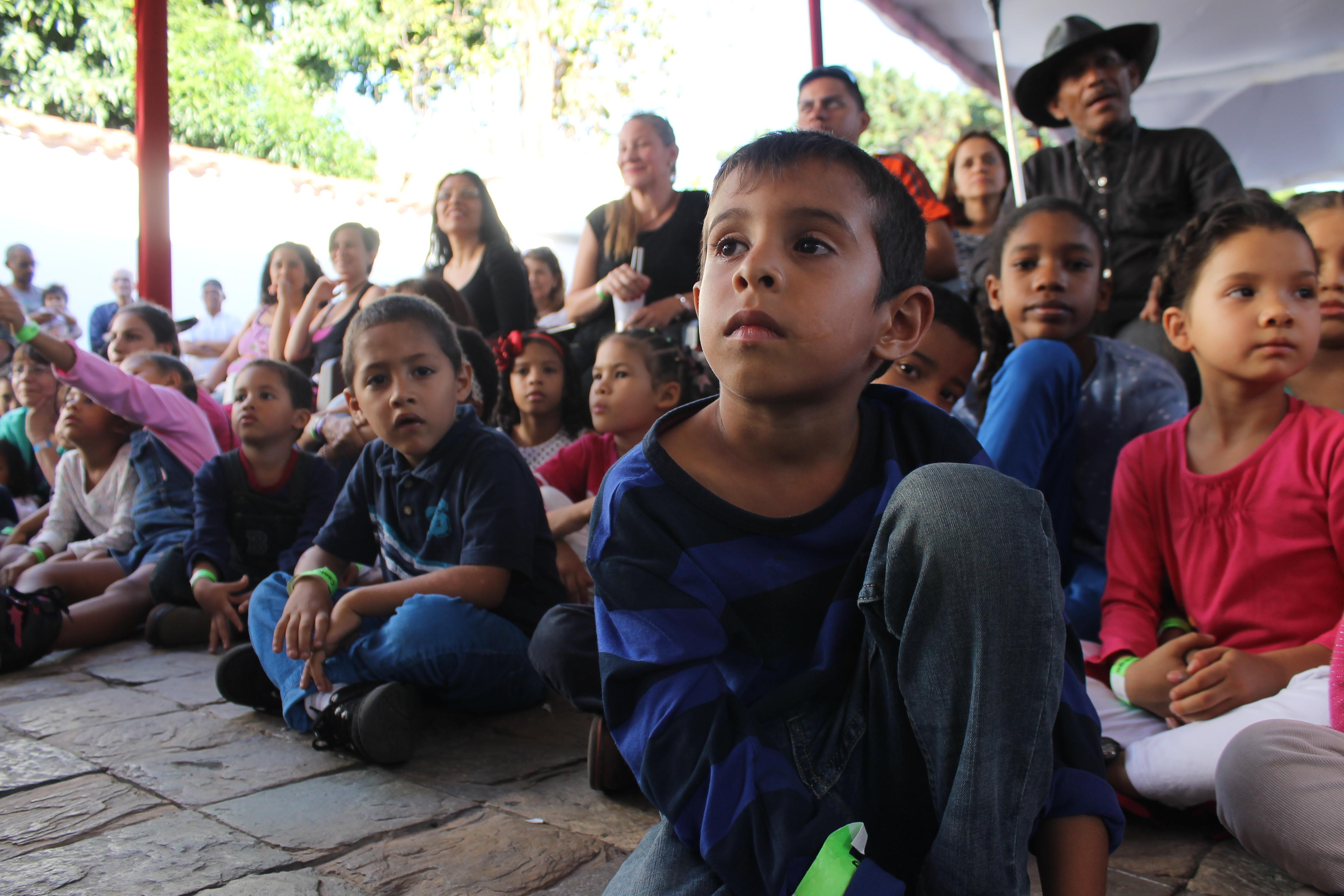 Los niños rieron un montón durante la presentación del musical Canto + Juego + Coexisto en PDVSA La Estancia