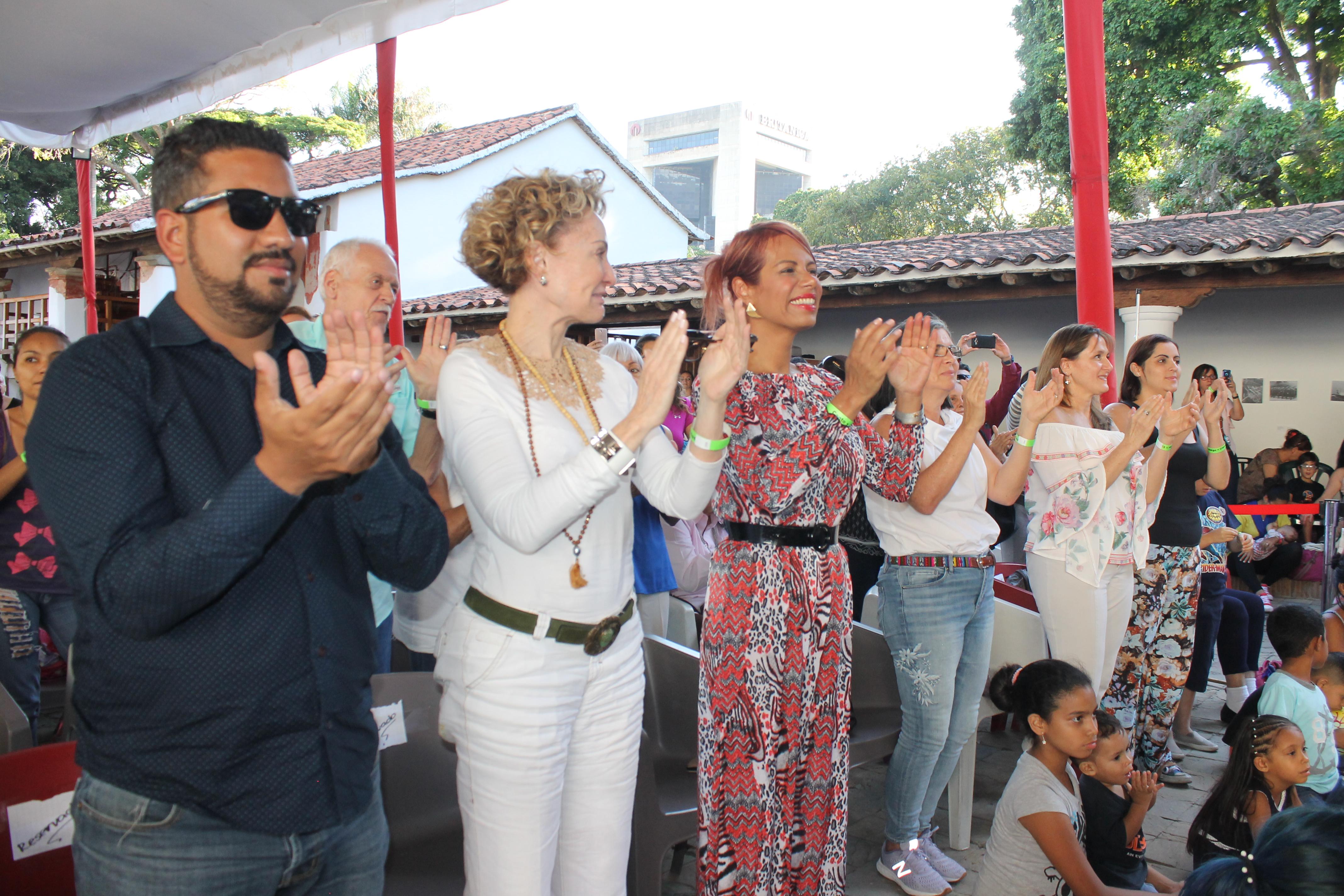 El público ovaciona al elenco del musical Canto + Juego + Coexisto en PDVSA La Estancia