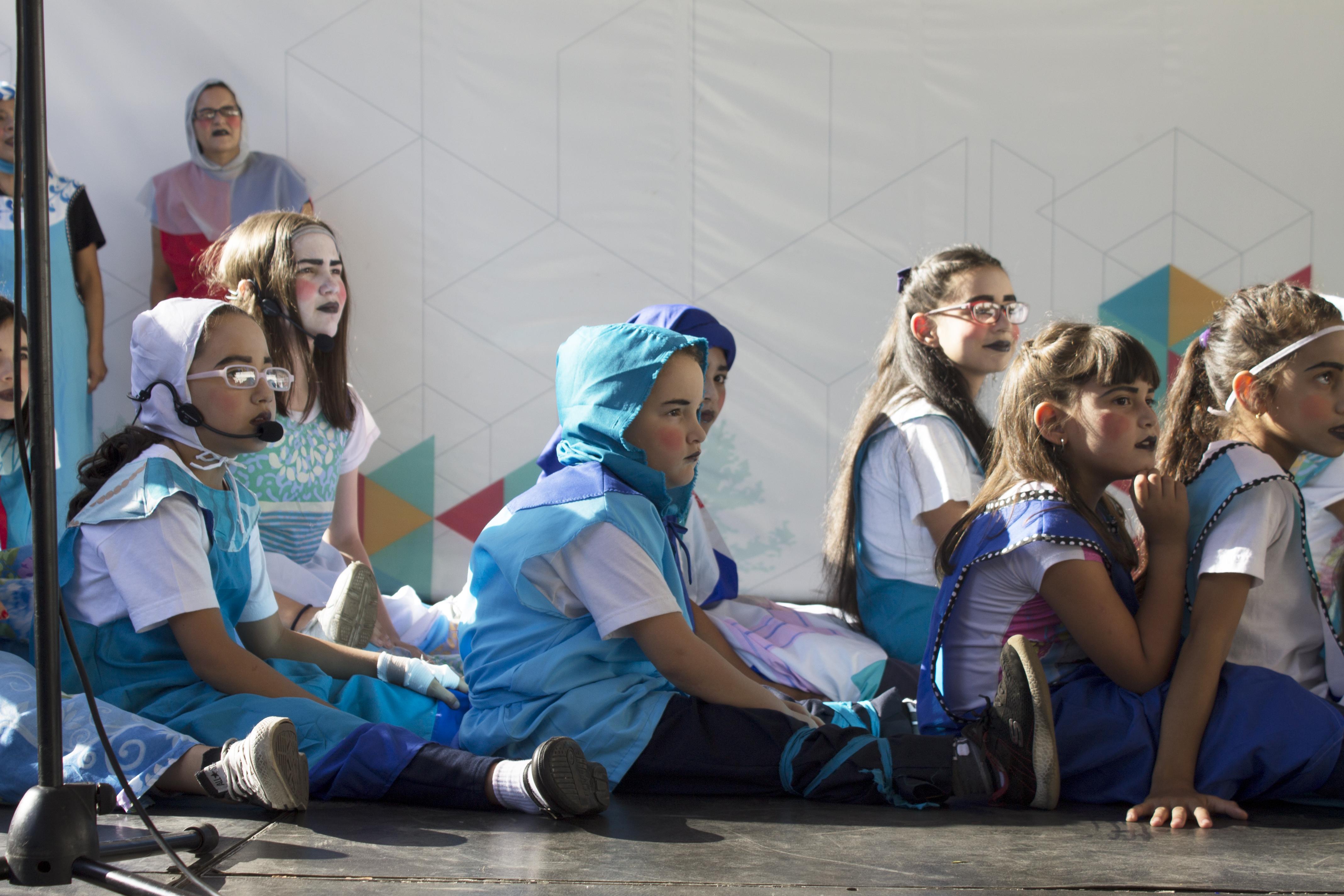 """Parte del Coro Infantil y Juvenil de la UCV y Producciones """"A Voces"""""""