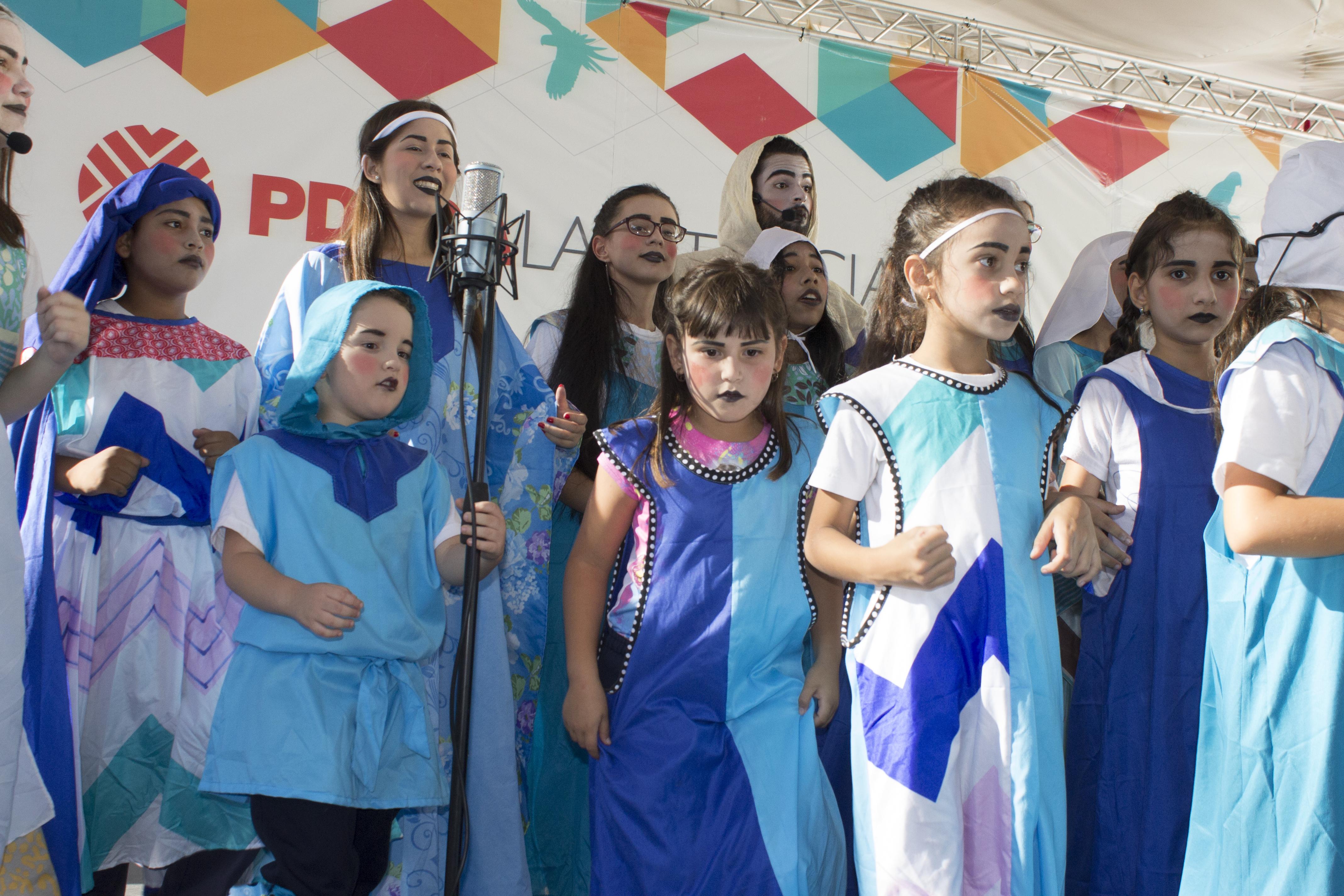 """Pequeñines del Coro Infantil y Juvenil de la UCV y Producciones """"A Voces"""""""